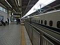 Tokaido Shinkansen Atami station platforms 2.jpg