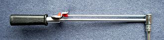 Torque wrench - Beam-type torque wrench. The indicator bar remains straight while the main shaft bends proportionally to the force applied at the handle.