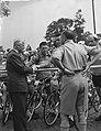 Tour de France , vertrek uit Amsterdam, start aan Haagseweg. Goddet (rechts) in , Bestanddeelnr 906-5817.jpg