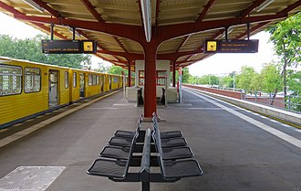 Ruhleben (Berlin U-Bahn) - Platform view of Ruhleben