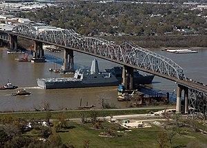 Huey P. Long Bridge (Jefferson Parish) - USS ''New Orleans'' passes under the bridge, March 2007