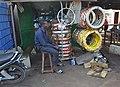 Un vendeur de pneus 06.jpg