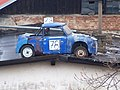 Výtopna Zlíchov, auto na střeše.jpg