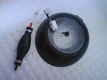 Una delle versioni in commercio della ventosa di Klobe (produttore: Costa).