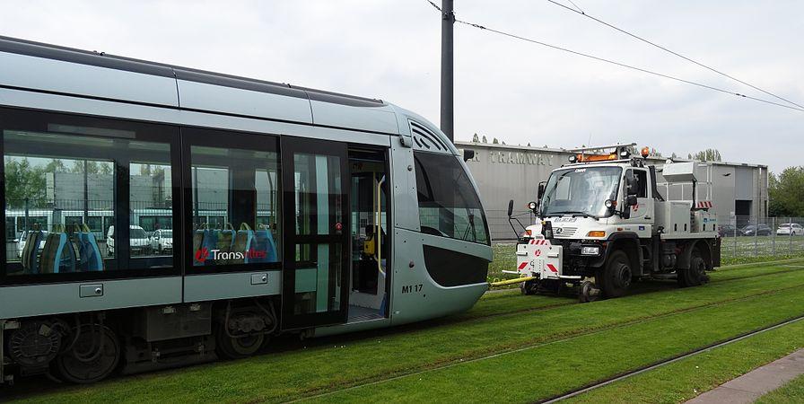 Valenciennes & Anzin - Déraillement de la rame de tramway n° 17 à la sortie du dépôt de Saint-Waast le 11 avril 2014 (111).JPG