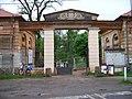 Veltrusy, Fr. Šafaříka, brána zámeckého parku.jpg