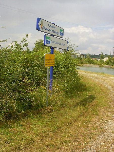 Vitry-le-François, wegwijzer op de kanalendriesprong