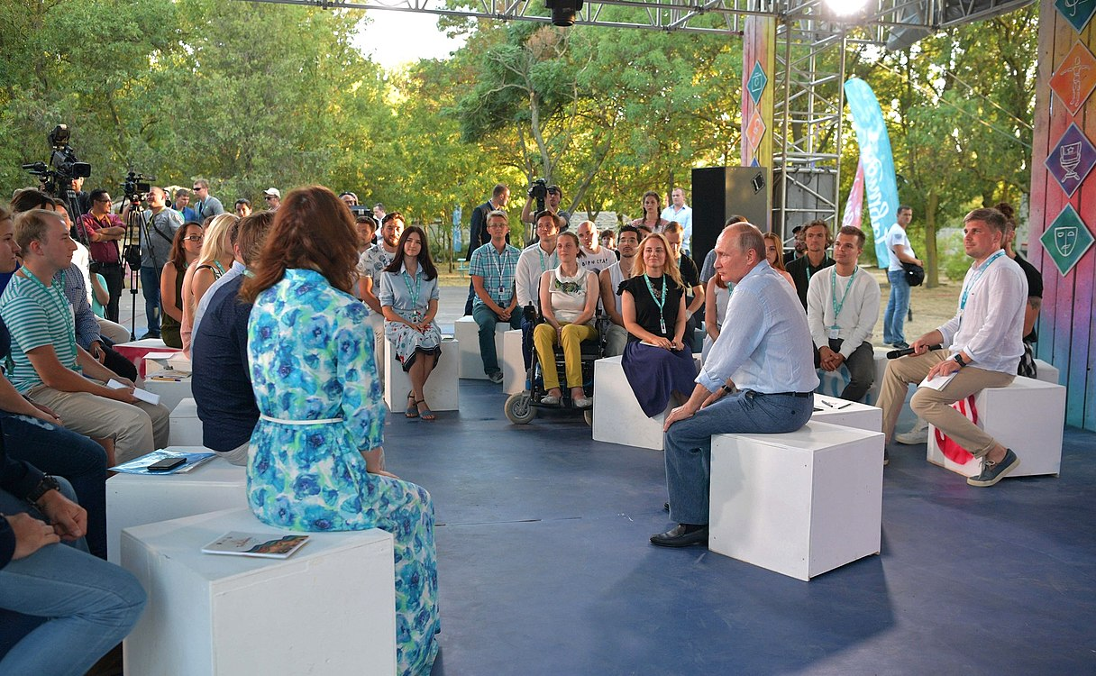 Vladimir Putin at the Tavrida National Youth Educational Forum (2017-08-20) 08.jpg