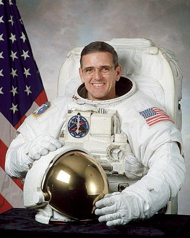 Astronaut Bill McArthur Jr., NASA photo (August 2000)Source: Wikipedia 384px-WilliamSMcArthur-NASA.jpg