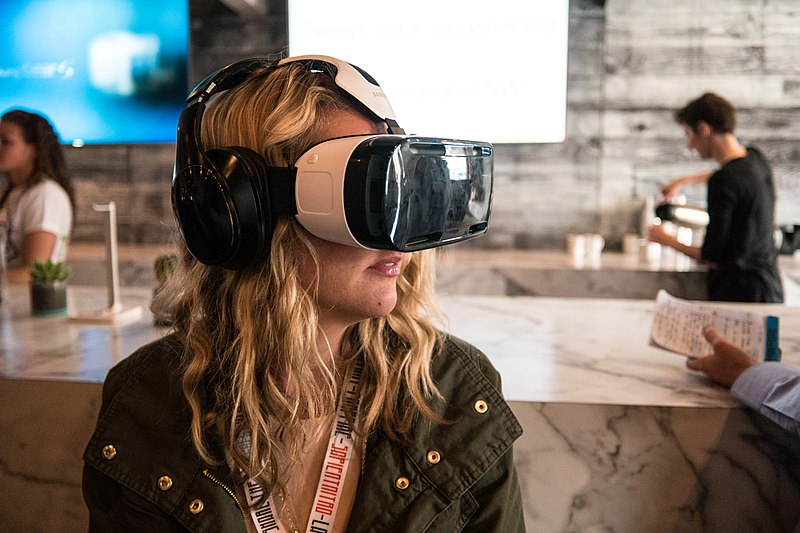 File:Woman Using a Samsung VR Headset at SXSW 2015 (2015-03-15 14.10.24 by Nan Palmero).jpg