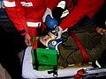 Wypadek zabezpieczenie głowy poszkodowanej.JPG