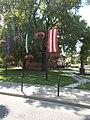 Zászlók, Szent István szobor és a Polgármesteri Hivatal, 2018 Ráckeve.jpg