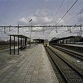 Zicht op perrons en station vanuit het zuid-westen - Roosendaal - 20387906 - RCE.jpg