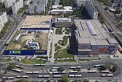 ed8943e76f Légifelvételen a SUGÁR Üzletközpont (jobbra) és az IKEA bútoráruház  (balra), az