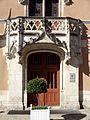Étampes (91), hôtel de ville, corps de logis principal, façade nord-est sur la cour, portail.jpg