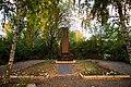Братская могила 19 красноармейцев, расстрелянных белогвардейцами памятник сбоку.jpg