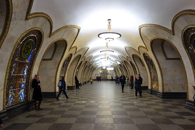 "File:Метро ""Новослободская"" - panoramio (1).jpg"