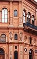 Рига (Латвия) Старый город здание на площади Домского собора (фрагмент фасада) - panoramio.jpg