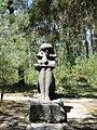 Скульптура на набережной Пицунды - panoramio - Наталья Филатова (4).jpg