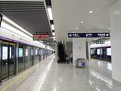 聚宝山站站台03.jpg