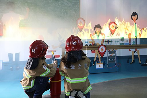 관악소방서 관악안전테마파크 미분무 소화기 화재실습2 Gwanak Safety Theme Park putting off fire in the laboratory using fire extinguisher