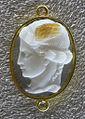 068 arte romana, testa di medusa di profilo, scambiata spesso per psiche, calcedonio, I sec ac. ca..JPG