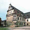 19870408200NR Gauernitz Schloß Hof Südflügel.jpg