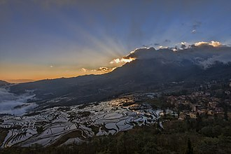 Yuanyang County, Yunnan - Sunrise over Duoyishu