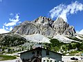 2,803m Lagazuoi 2,105m Passo Falzarego Italy - panoramio (2).jpg