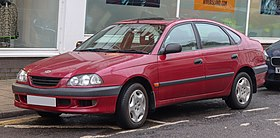 2000 Toyota Avensis GS 1.6 Front.jpg
