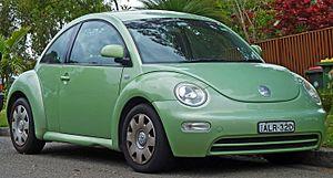 Volkswagen New Beetle - Image: 2002 Volkswagen New Beetle (9C MY02.5) 2.0 coupe (2010 10 01) 01