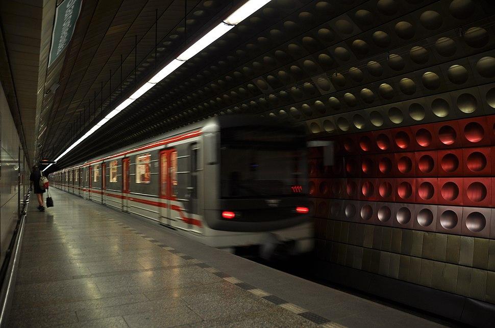 2011-05-31-praha-metro-by-RalfR-35