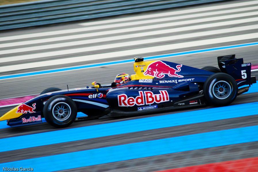 5 Jean-Éric Vergne - Carlin, wins race 1 - 2011 Formula Renault 3.5 Series - Circuit Paul Ricard - Race 1