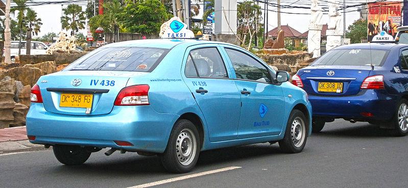 File:2013 Toyota Limo taxi in Kuta, Bali, Indonesia (01).jpg