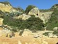 2018-02-02 Cliffs at the back of Praia da Fraternidade.JPG