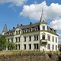 2019-08-04 Radeberg-Forststraße 1, denkmalgeschütztes Wohnhaus mit Türmchen erbaut um 1900.jpg