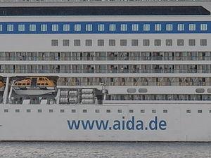 AIDAblu Operator Tallinn 1 August 2012.JPG