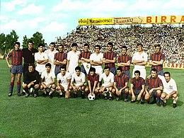 Foto di gruppo mista allo stadio Salinella prima dell'amichevole tra Taranto e Real Madrid dell'8 settembre 1968