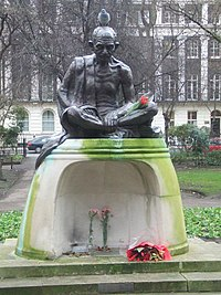 A pigeon on Gandhi at Tavistock Square.jpg