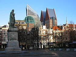 The Hague skyscrapers seen frae the 'Plein', wi statue o William the Silent