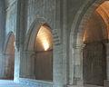 Abbaye de Silvacane - collatéral gauche depuis transept.jpg