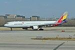 Airbus A330-323X 'HL8258' Asiana (46622770765).jpg