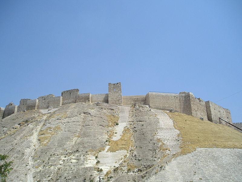 قلعة حلب الشهباء 800px-AleppoCitadelView.jpg