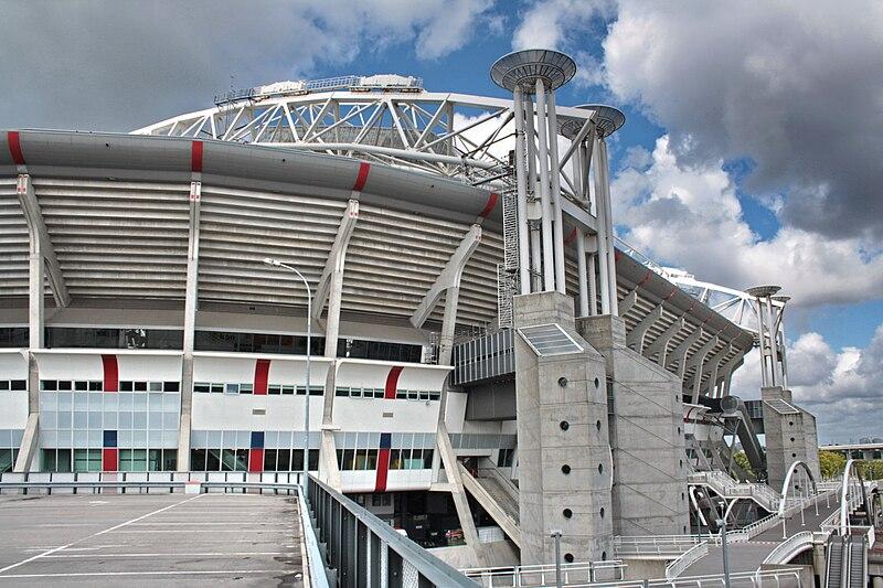 Estádio com criança em Amsterdam