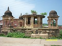 Ancient Building in front of Raja Dhiraj Temple,Majhgawan.jpg