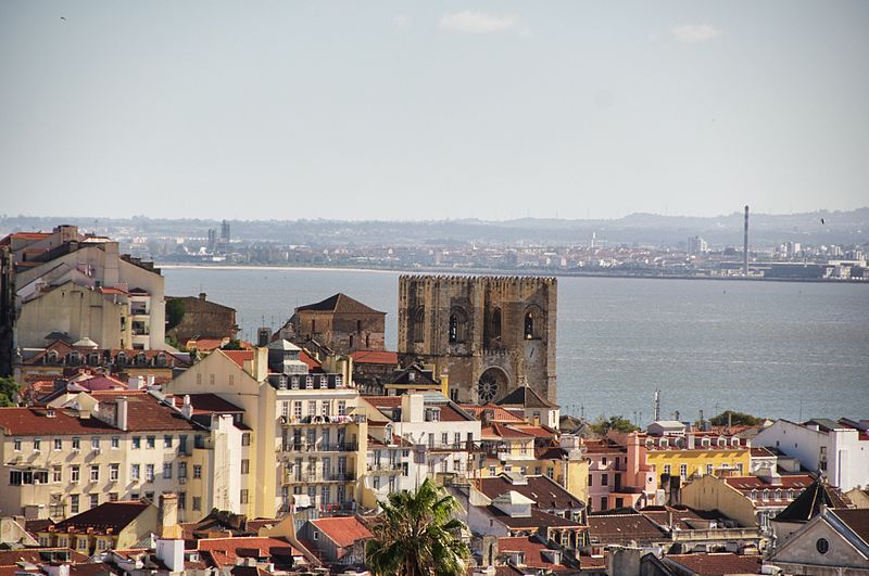 File:Another hill - this one looking at Alfama (8235540907).jpg