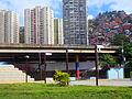 Asentamiento informal, barrio San Antonio al fondo, Caracas, Venezuela.jpg