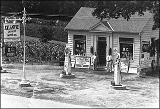 Gaithersburg, Maryland - Gaithersburg's Atlantic Gas Station in 1931.