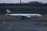 Austrian Airlines Boeing 777-200 OE-LPA (32554429774).jpg