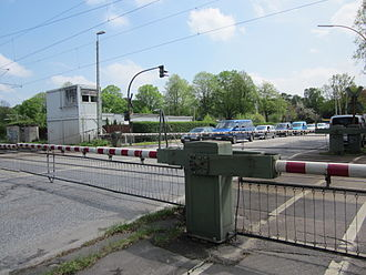 Lübeck–Hamburg railway - The level crossing in Marienthal will be replaced by an underpass.